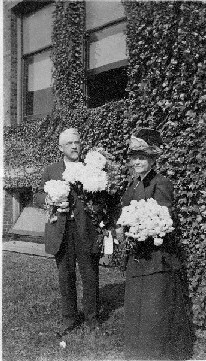 Albert Reynolds Taylor with wife Frances Minerva Dent Taylor being showered with flowers