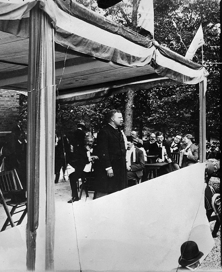 President Theodore Roosevelt at Millikin dedication in 1903